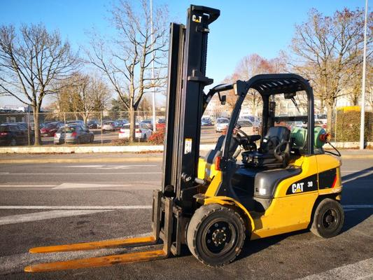 Four wheel front forklift Caterpillar GP30N - 1