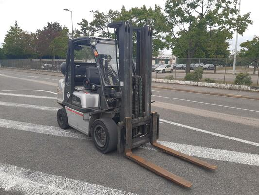 Four wheel front forklift Nissan DX32G - 1