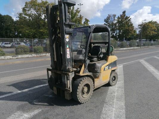 Four wheel front forklift Caterpillar GP35N - 1