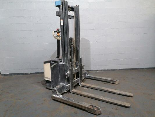 Straddle stacker Crown WS2300 1.8 - 1